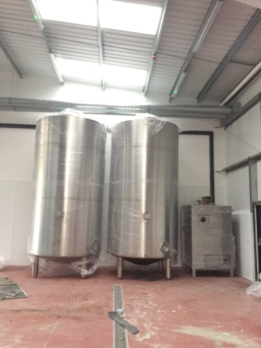 Hot and cold liquor tanks